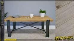 Table basse en bois de sapin et pieds en métal style poutre d'usine