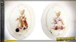 Série de 2 médaillons muraux en bois mouluré patine blanche motifs d'oursons
