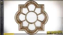 Miroir en forme de fenêtre à encadrement curviligne imitation bois vielli Ø 34 cm
