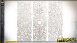 Triptyque en bois sculpté à motifs floraux patine blanche à l'ancienne 120 x 30 cm