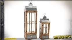 Série de 2 très grandes lanternes, en bois ciré vieilli et métal gris (1,09 mètre)