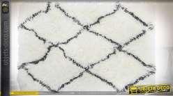Tapis descente de lit en 90 x 60 cm coloris blanc avec losanges noirs