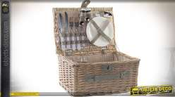 Panier en osier avec nécesssaire de camping en inox et porcelaine 38 x 27 cm