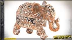 Deux statuettes d'éléphants imitation marbre rose sculpté et vieilli 12 cm