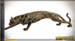 Statuette animalière de panthère pelage noir à motifs de feuilles et fleurs stylisées