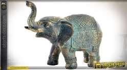 Statuette d'éléphant en résine, imitation bronze doré oxydé, style oriental
