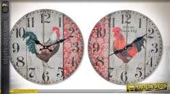 Duo d'horloges en bois de style rétro sur le thème des coqs Ø 34 cm