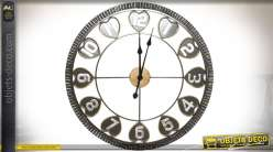 Horloge murale métal style industriel encadrement cranté et motifs de coeurs Ø 66 cm
