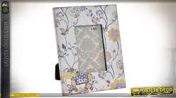 Cadre photo rétro avec encadrement en bois habillé de tissu à motifs floraux