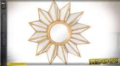 Miroir mural multifacettes de forme étoilée finition dorée précieuse Ø 53,5 cm