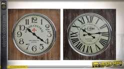 Duo d'horloges murales de style vintage en bois ciré et métal argenté 68 x 68 cm