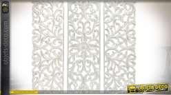 Fresque murale en bois blanc sculpté à motifs floraux en triptyque 120 x 40 (x3)