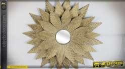 Décoration murale miroir en forme de grande fleurs en métal finition chic et dorée Ø 76 cm