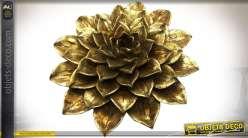 Décoration murale en relief, fleur de lotus stylisées finition vieil or Ø 23 cm