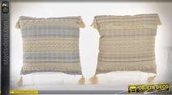 Coussins décoratifs à rayures, biais de broderie anglaise et à houpettes