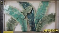 Tableau encadré et grandes feuilles vertes stylisées en métal pour déco murale