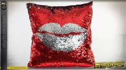 Coussin complet à paillettes réversibles rouge et argent : motif lèvres et baiser