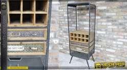 Meuble de salon de style industriel en métal dédié au vin et aux verres
