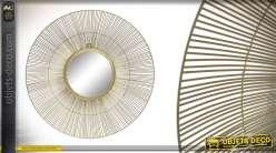 Miroir en métal de forme ronde, finition doré mate effet brossé, esprit soleil métalique 61cm
