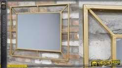 Miroir en metal de style moderne, finition doré effet brossée, forme rectangulaire 80cm