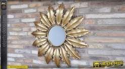 Miroir de déco mural dit soleil, forme ronde avec encadrement en feuilles dorées stylisées 95cm