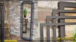 Grand miroir rectangulaire, encadrement effet perspectives, structure en métal finition noir