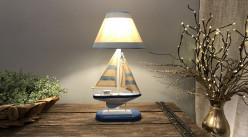 Lampe de table avec pied en forme de voilier style bord de mer