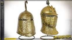 Série de 2 heaumes d'armures médiévales sur socle 47,5 cm
