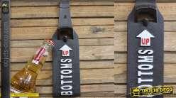 Décapsuleur mural en fonte en forme de bouteille de bière avec flèches directionnelles 26cm