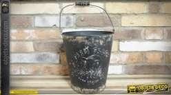 Seau de ferme ancien en métal embossé effet zinc noirci 28 cm