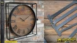 Horloge murale avec structure métallique noire, finition naturel et chiffres romains