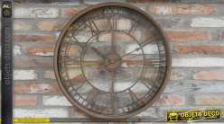 Horloge murale en métal, style industriel avec finition oxydé prononcée, 67cm