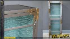 Meuble haut en métal de style industriel, traces d'oxydation et intérieur turquoise, porte grillagée
