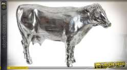 Représentation d'une vache en résine, finition argenté effet métal vieilli, 30cm