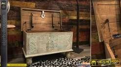 Coffre en manguier massif, finition blanche usée avec sculptures d'esprit incas, poignées latérales, 80cm