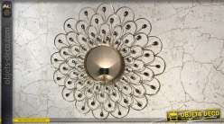 Grand miroir en métal finition doré, forme de fleur abstraite de Ø90cm, style moderne épuré