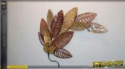 Décoration murale en métal ajouré, branche avec feuilles stylisées en finition brillante dorée et cuivrée, style moderne, 85cm
