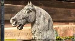 Grand cheval en résine aux finitions vieillies, effet vieux bois blanchi