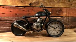 Horloge de table en forme de moto, en métal ambiance biker vintage, finition noir charbon usé, 40cm