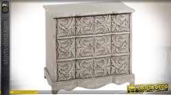 Commode en manguier sculpté gris vieilli à trois tiroirs 85 cm