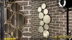 Miroir en métal de style moderne, finition vieux doré composé de 9 ronds de tailles différentes, 91cm de haut