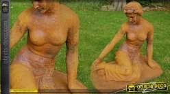 Statue en métal oxydé femme mi-nue