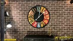 Horloge de style rétro en métal embossé, couleurs vives esprit carrosserie 79cm