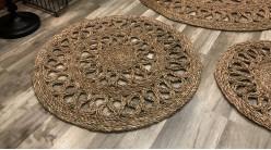 Tapis rond en fibre tressée, ambiance rosaces finition naturelle, modèle de Ø80cm