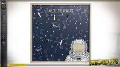 Cadre de déco mural en bois thème astronautes, esprit mémo avec cordelettes, LED et petites pinces, ambiance chambre d'enfant, 40cm