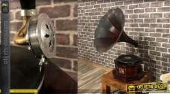 Gramophone vintage en bois, finition acajou ancien et grande corne en métal reflets grenat, fonctionnel