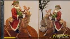 Statuette de Père Noël avec un renne