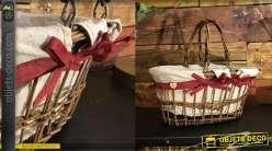 Panier en osier brut, naturel avec anses mobiles, intérieur doublé toile de jute avec ruban rouge et petits coeurs en bois
