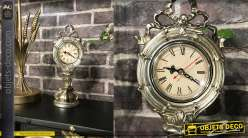 Horloge à poser en résine effet métal argenté vieilli, esprit Walt Disney inspirations baroques, 31cm