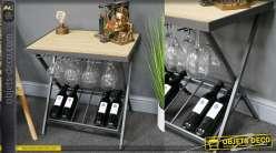 Table d'appoint en bois de sapin et métal, porte verre suspendu et range bouteilles, style bodega moderne, 61cm